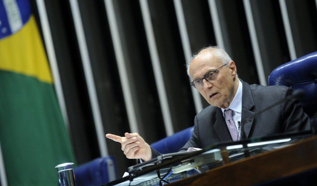 Plenário do Senado Federal durante sessão não deliberativa. À mesa, senador Eduardo Suplicy (PT-SP) preside sessão. Foto: Marcos Oliveira/Agência Senado