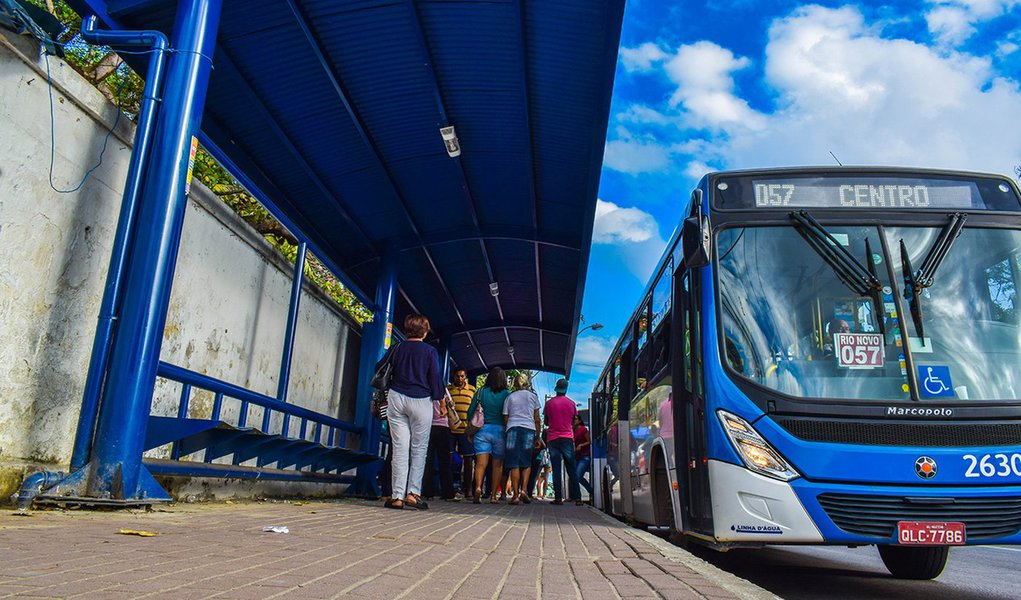 Abrigo de onibus na Av. Fernandes Lima - Hosp. do Acucar Foto: Max Monteiro/ Secom Maceió