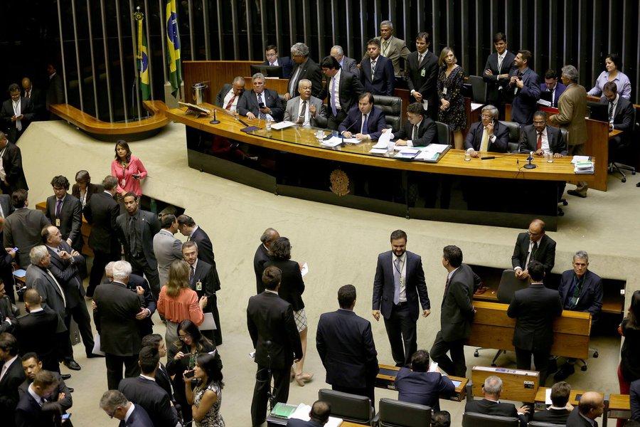 Plenário da Câmara dos Deputados durante sessão para votação da intervenção federal na segurança pública do Rio de Janeiro (Wilson Dias/Agência Brasil)