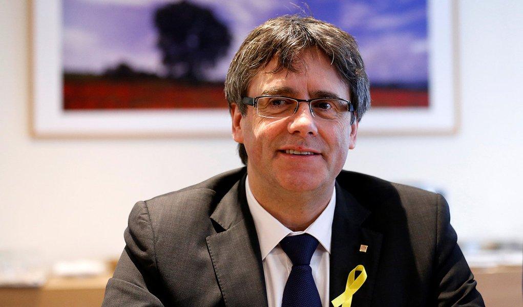 Líder deposto da Catalunha, Carles Puigdemont, durante reunião do partido Juntos pela Catalunha, em Bruxelas 12/01/2018 REUTERS/Francois Lenoir