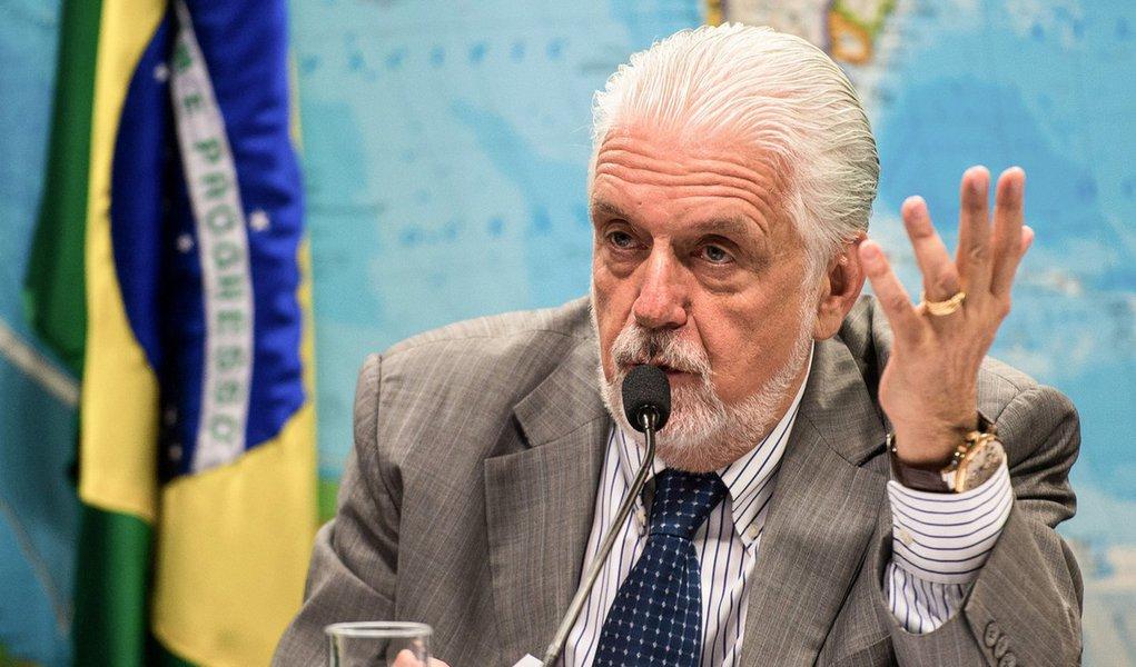 O ministro da Defesa, Jaques Wagner, fala na Comissão de Relações Exteriores e Defesa Nacional do Senado sobre a situação atual e perspectivas futuras do ministério (Marcelo Camargo/Agência Brasil)