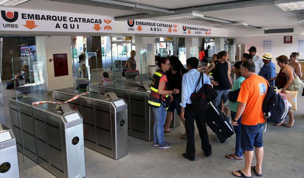 Cerca de 117,5 mil passageiros deverão deixar Curitiba neste Natal, com saídas da Rodoferroviária. A previsão inclui os embarques entre domingo (18) e sábado (24). De acordo com a Urbs, 3.760 ônibus partirão do terminal no período.
