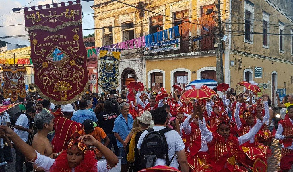 Olinda - Cortejo de abertura do carnaval de Olinda percorre ladeiras da Cidade Alta (Sumaia Villela/Agência Brasil )
