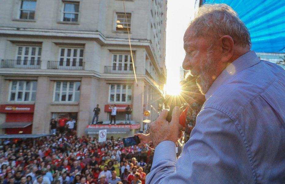 Lula agradece a solidariedade do povo em ato público na Esquina Democrática de Porto Alegre (RS). Foto: Ricardo Stuckert Porto Alegre (RS), 23/01/2018.