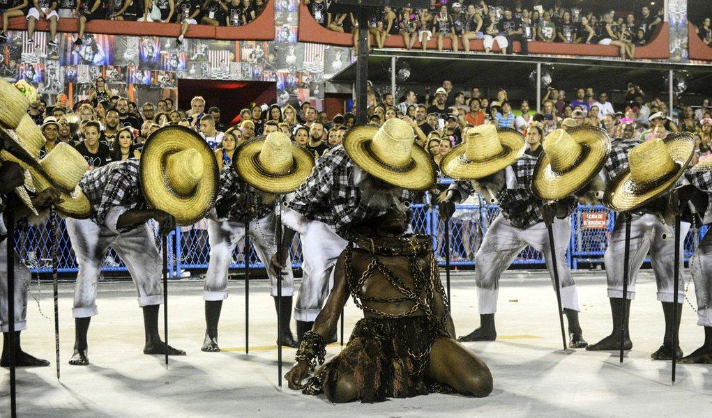 11.02.2018 - Carnaval Rio 2018 - Desfile na Sapucaí - Paraíso do Tuiuti - Grupo Especial - Paulo Portilho | Riotur