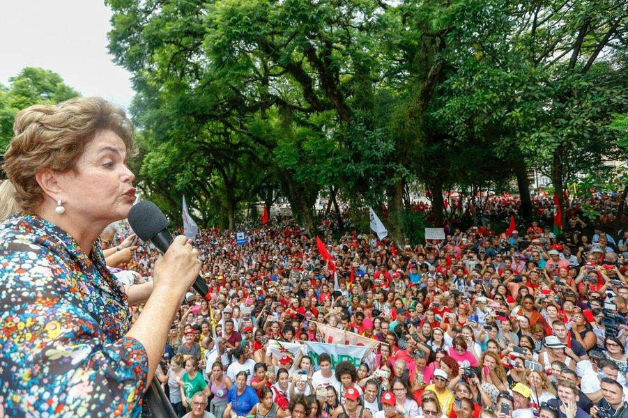 Dilma Rousseff participa de ato em Porto Alegre