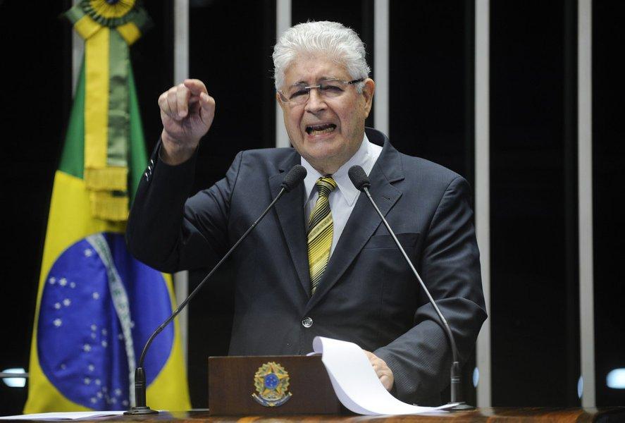 Senador Roberto Requião (PMDB-PR) propõe debate sobre reforma agrária e remessas de lucros