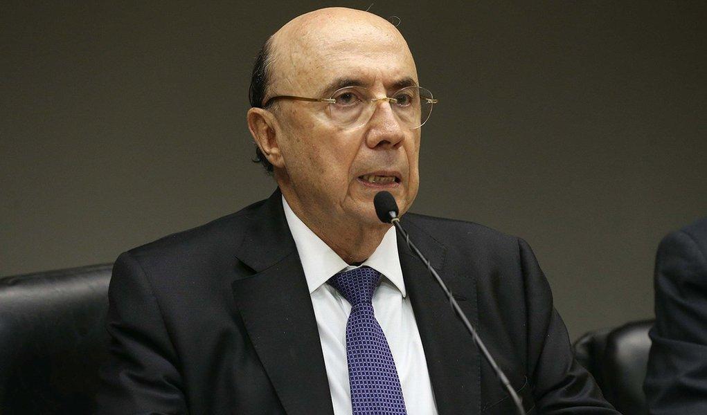 Brasília – O ministro da Fazenda, Henrique Meirelles, durante coletiva sobre meta de inflação (Antônio Cruz/Agência Brasil)