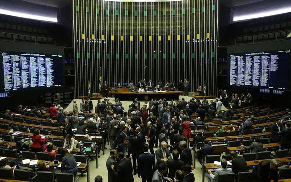 Câmara fecha acordo para votar distritão misto e fundo de financiamento de campanhas 02/08/2017 REUTERS/Adriano Machado