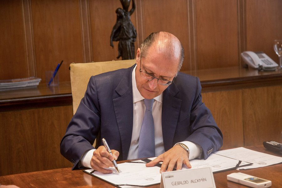 Funcionários de empresas públicas terão salários divulgados. O decreto que permite divulgar o salário de servidores foi assinado pelo governador Geraldo Alckmin. Foto: Tamires Santos