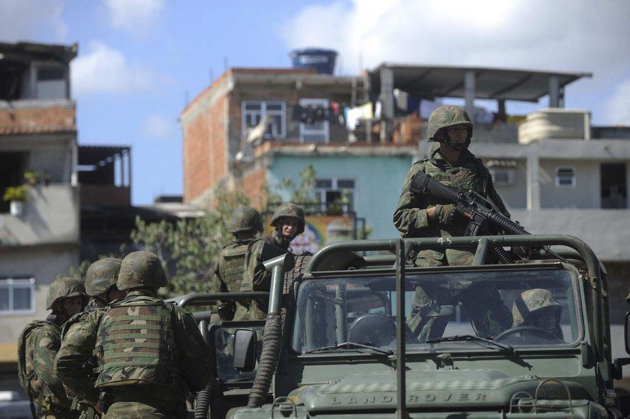 Ocupação militar favela no Rio