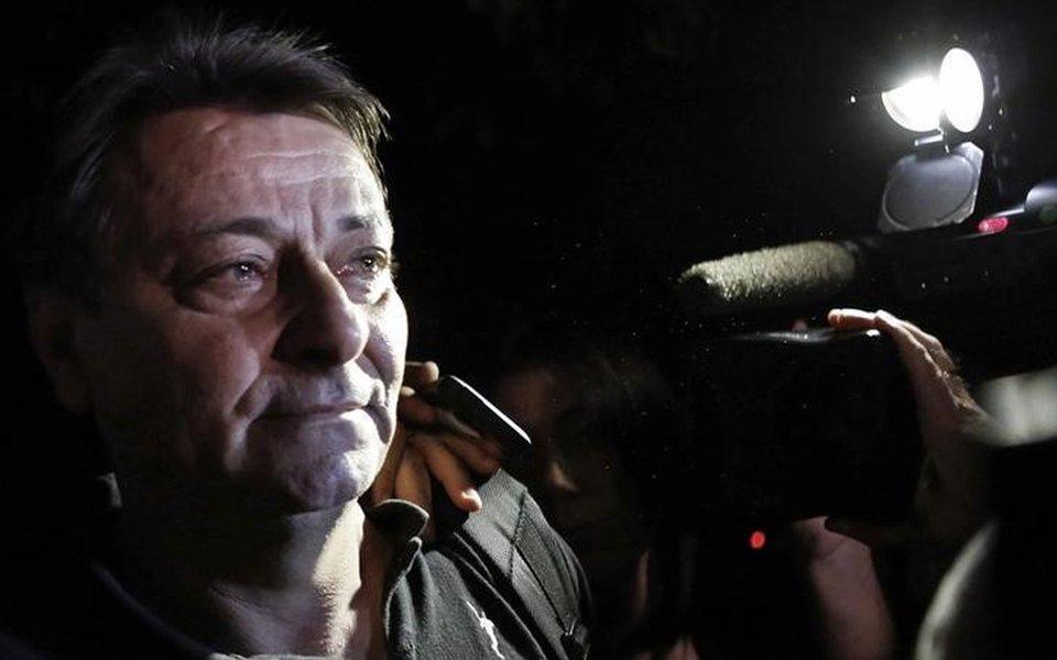 Italiano Cesare Battisti deixa sede da Polícia Federal em São Paulo em 2015 13/03/2015 REUTERS/Nacho Doce