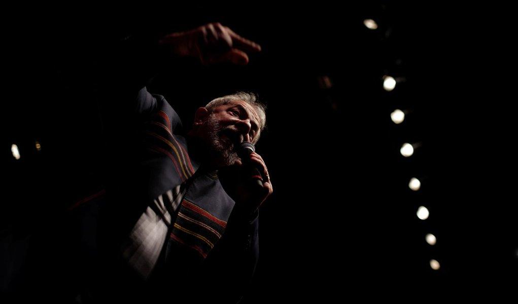 Ex-presidente Luiz Inácio Lula da Silva discursa no Rio de Janeiro 16/01/2018 REUTERS/Ricardo Moraes