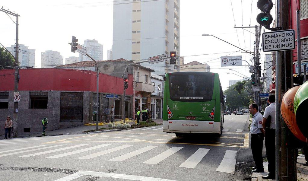 SAO PAULO, 01 DE ABRIL DE 2014. Visita a implantacao do Sistema Queue Jump Local: Esquina da rua Clelia com a rua Tiberio – Lapa FOTO: FABIO ARANTES/SECOM
