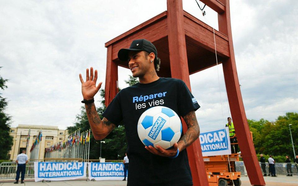 Neymar é apresentado como novo embaixador da boa vontade para pessoas com deficiência da organização Handicap International 15/08/2017 REUTERS/Denis Balibouse