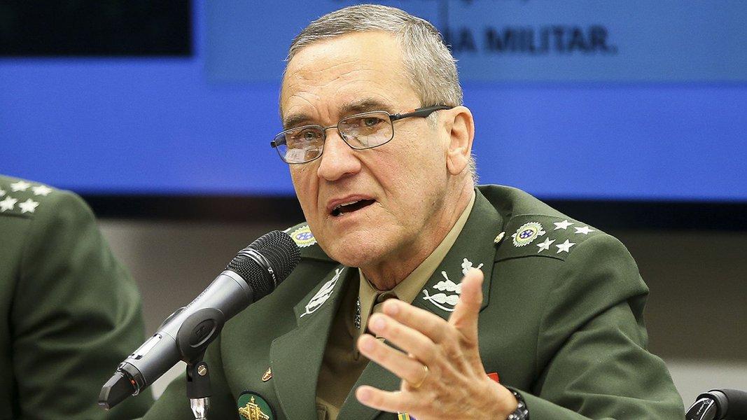 Brasília - O comandante do Exército, general Eduardo Dias da Costa Villas Boas, participa de audiência na Comissão de Relações Exteriores e de Defesa Nacional para debater a situação dos projetos estratégicos das Forças Armadas