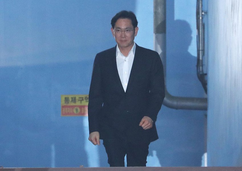 Samsung Electronics Vice Chairman, Jay Y. Lee leaves a court in Seoul, South Korea, February 5, 2018. Lee Ji-eun/Yonhap via REUTERS
