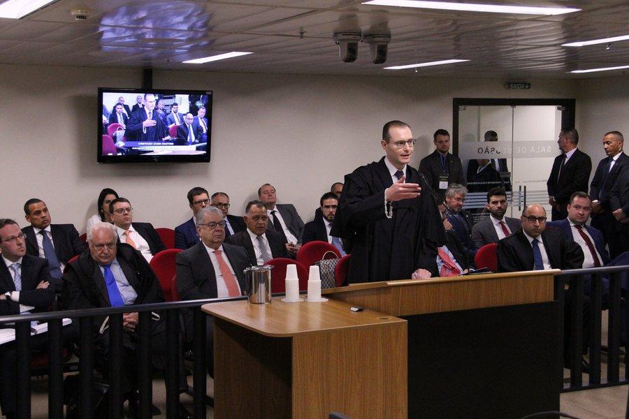 24/01/2018 - Advogado Cristiano Zanin Martins fala no julgamento de recursos da Lava Jato na 8ª Turma do TRF4