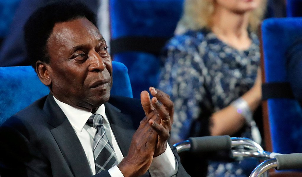 Soccer Football - 2018 FIFA World Cup Draw - State Kremlin Palace, Moscow, Russia - December 1, 2017 Pele during the draw REUTERS/Maxim Shemetov