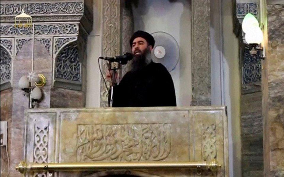 Foto do homem que acredita-se ser o recluso líder do Estado Islâmico, Abu Bakr al-Baghdadi, em Mosul. 05/07/2014 REUTERS/Redes Sociais via Reuters TV