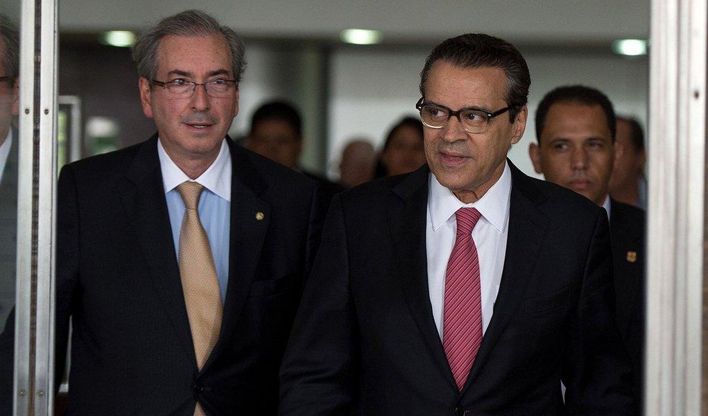 O Presidente da Câmara dos Deputados, Henrique Alves (PMDB-RN), e o líder do PMDB na Câmara, Eduardo Cunha (PMDB-RJ), após reunião do Conselho Nacional do PMDB. (Marcelo Camargo/Agência Brasil)