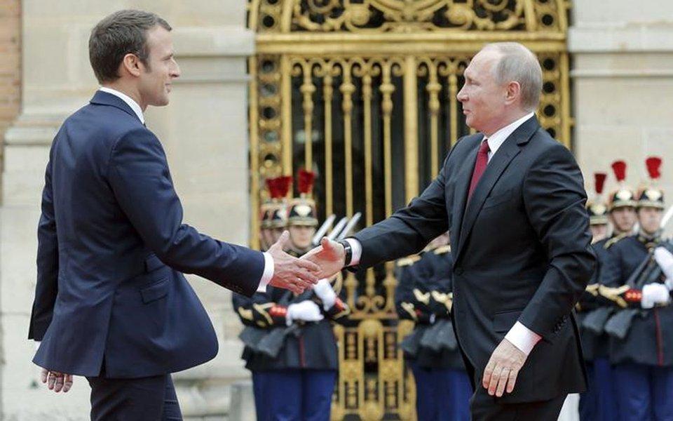 Presidente da França, Emmanuel Macron, recebe presidente da Rússia, Vladimir Putin, em Versalhes. 29/05/2017 REUTERS/Alexander Zemlianichenko