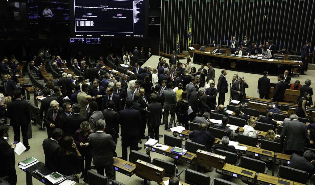 05/12/2017- Brasília - Rodrigo Maia preside sessão do Plenário da Câmara que analisa MP que incentiva petrolíferas Foto: Fabio Rodrigues Pozzebom/Agência Brasil