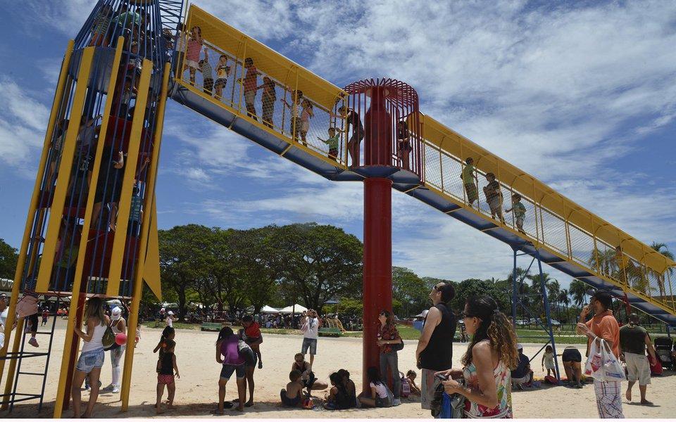 Brasília - Feira de troca de brinquedos, que estimula o consumo consciente das crianças, em comemoração ao Dia da Criança