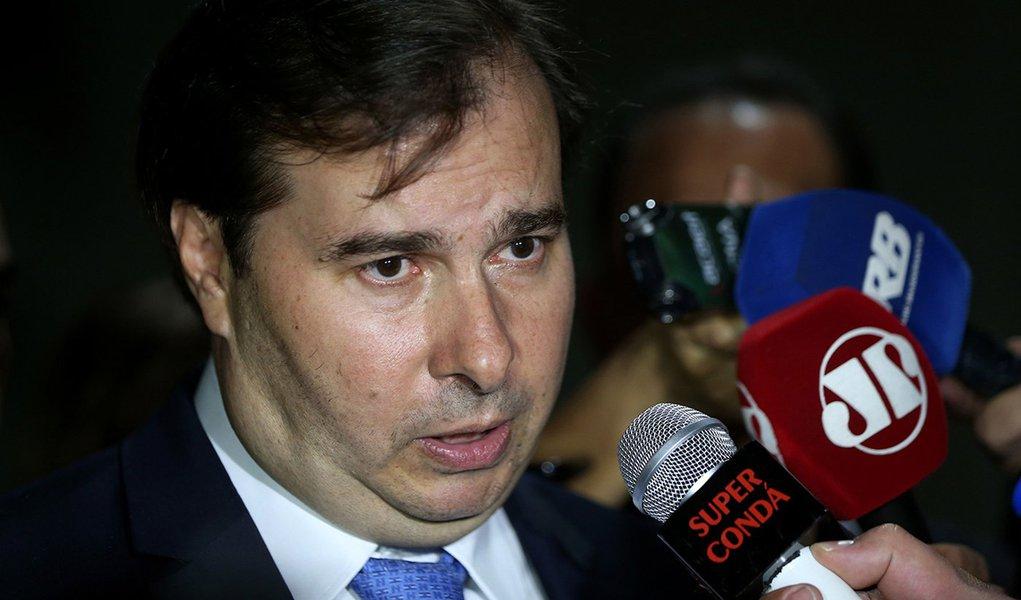 Brasília - O presidente da Câmara dos Deputados, Rodrigo Maia, fala à imprensa (Wilson Dias/Agência Brasil)