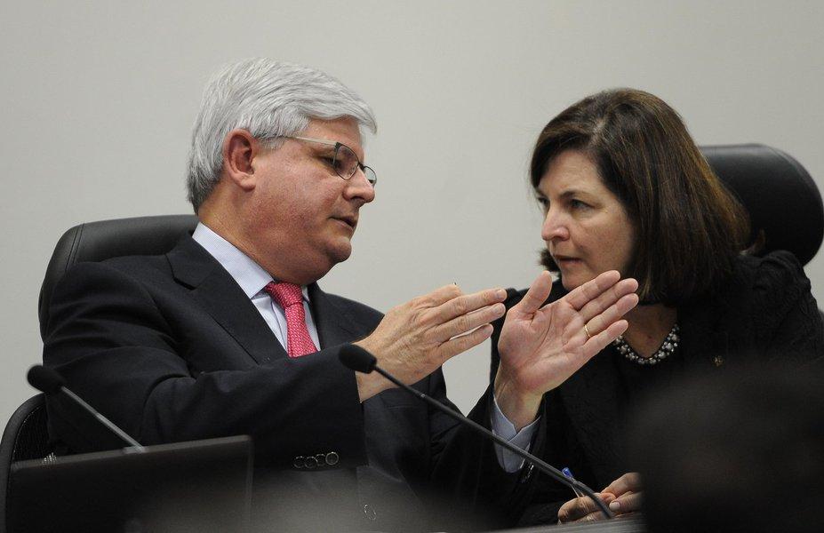 O procurador-geral, Rodrigo Janot, e a subprocuradora-geral, Raquel Dodge, durante debate dos candidatos ao cargo de procurador-geral da República, promovido pela ANPT, AMPDFT e ANMPM (Antonio Cruz/Agência Brasil)