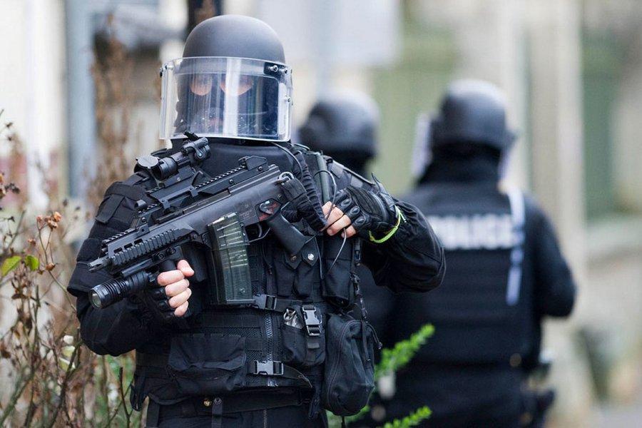 Polícia francesa em operação antiterrorismo, França, polícia, terror, terrorismo