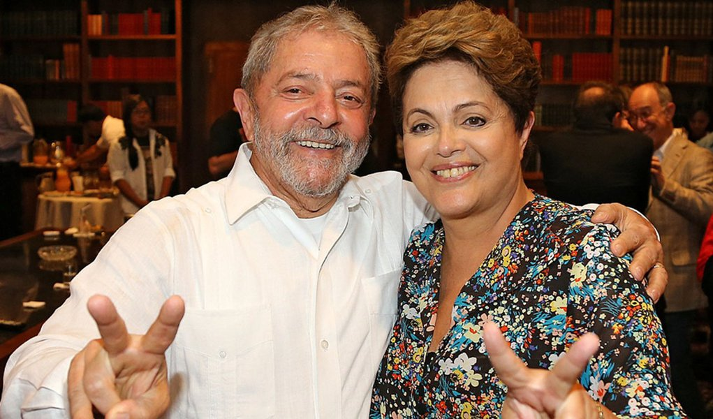 26/10/2014- Bras�lia- DF, Brasil- O ex-presidente Lula parabeniza a presidenta reeleita, Dilma Rousseff. Foto: Ricardo Stuckert/ Insituto Lula