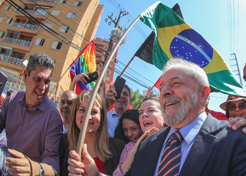 Lula é recebido pela militância na chegada do depoimento para Sérgio Moro em Curitiba Foto Ricardo Stuckert
