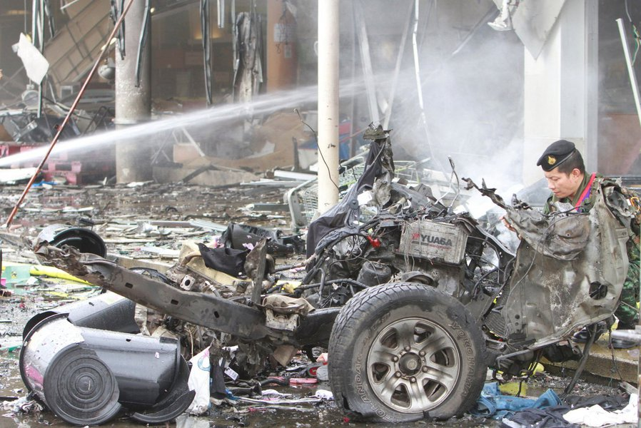Carro-bomba deixa mais de 40 feridos em supermercado na Tailândia