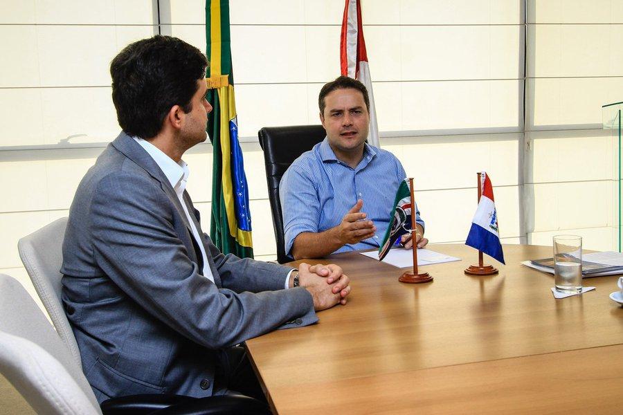 Rui Palmeira e o representante do CAF visitam o governador Renan Filho. Foto: Pei Fon/ Secom Maceió