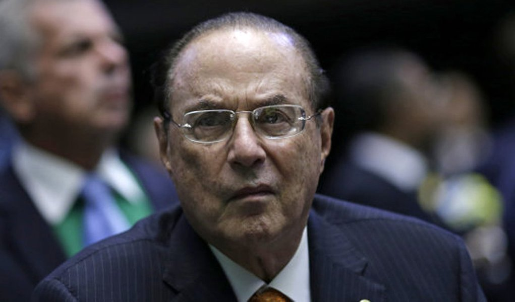 Member of Brazil's Lower House of Congress Paulo Maluf listen to the debate over the impeachment of President Dilma Rousseff, before the voting in Brasilia, Brazil April 17, 2016. REUTERS/Ueslei Marcelino