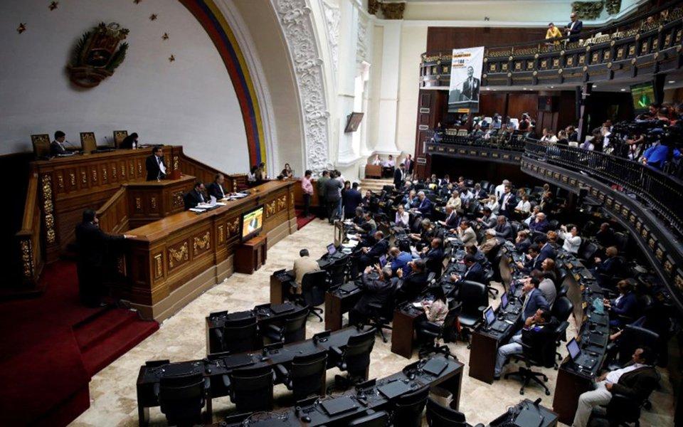 Deputados da Assembleia Nacional da Venezuela durante sessão em Caracas 18/07/2017 REUTERS/Carlos Garcia Rawlins