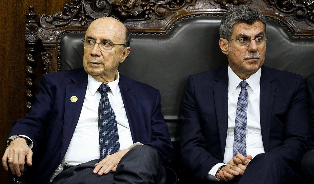 Brasília - O 2º vice-presidente do Congresso, senador Romero Jucá e o ministro da Fazenda, Henrique Meirelles, durante entrega do Orçamento da União 2017 (Wilson Dias/Agência Brasil)