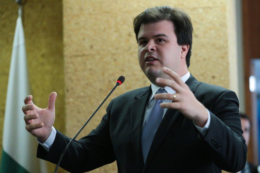 Brasília - Ministro de Minas e Energia (MME), Fernando Coelho, durante inauguração da primeira usina solar instalada na cobertura de um prédio (sede do MME) do governo federal (José Cruz/Agência Brasil)
