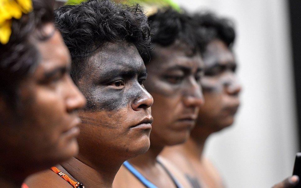 Índios participam da CPI da Funai e do Incra. Foto: Antonio Cruz/Agência Brasil