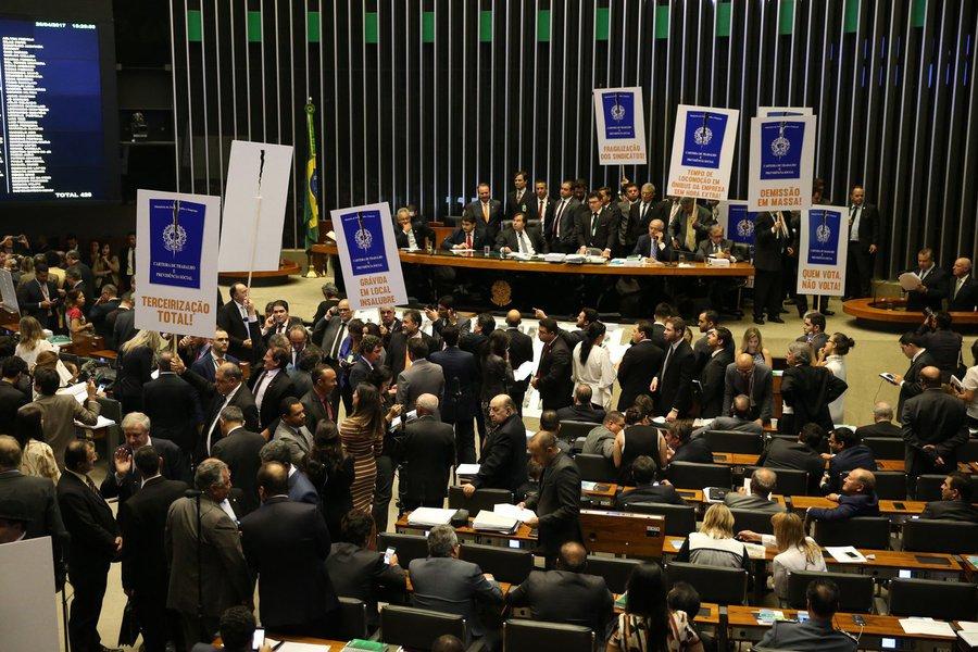reforma trabalhista é aprovada na Câmara