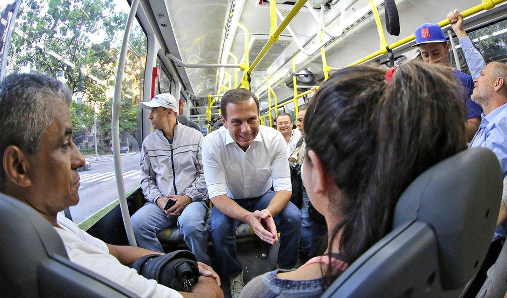João Doria em ônibus