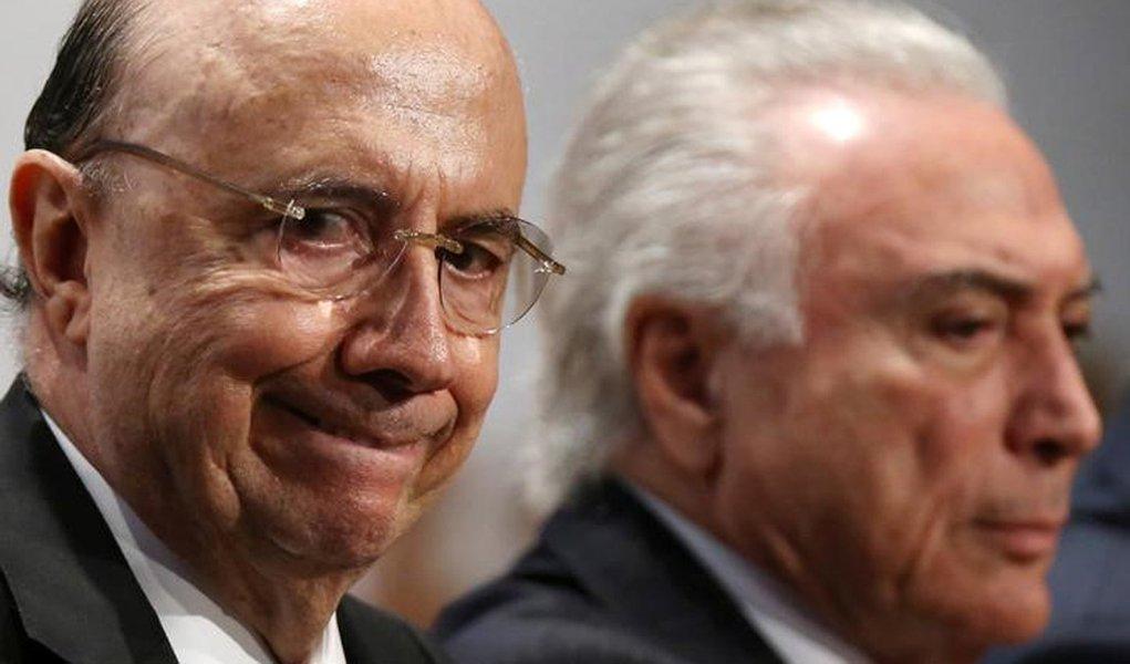 O ministro da Fazenda do Brasil, Henrique Meirelles (à esquerda) ao lado do presidente Michel Temer durante evento em Brasília 11/07/2017 REUTERS/Adriano Machado