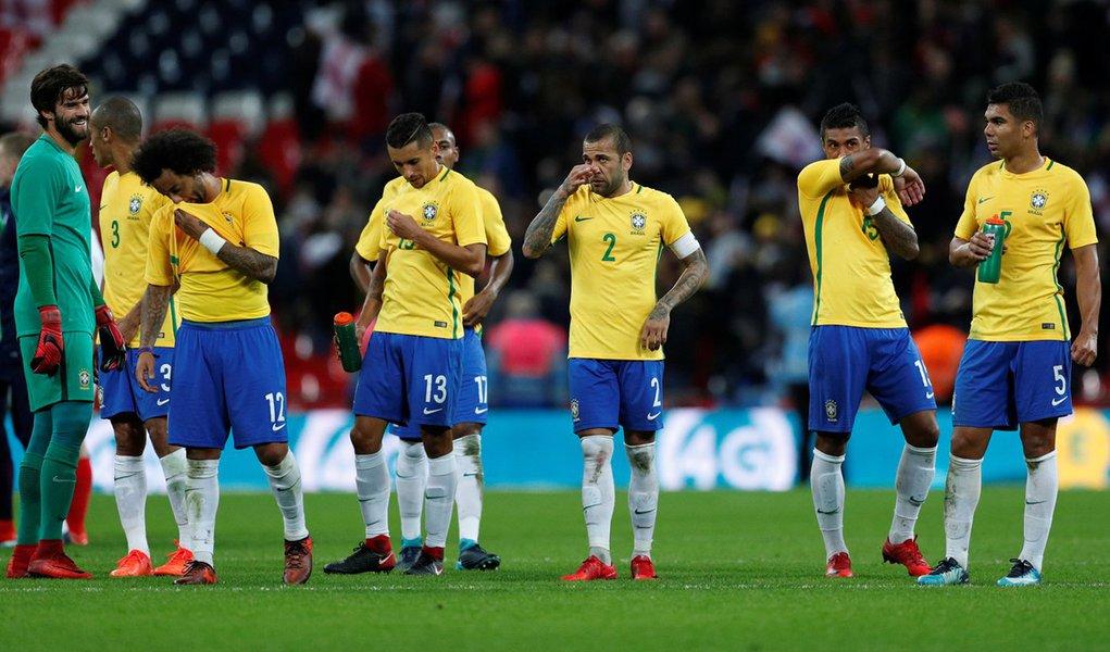 Jogadores da seleção brasileira após amistoso contra a Inglaterra, em Wembley 14/11/2017 Action Images via Reuters/John Sibley
