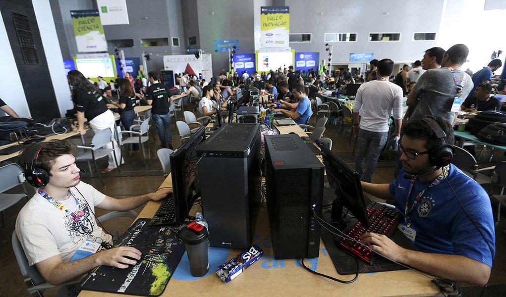 Brasília - Profissionais e entusiastas da tecnologia participam da Campus Party, em Brasília (Marcelo Camargo/Agência Brasil)