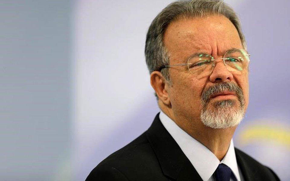 O ministro da Defesa do Brasil, Raul Jungmann, durante coletiva de imprensa em Brasília 25/05/2017 REUTERS/Ueslei Marcelino