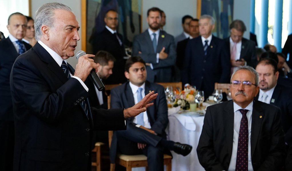 (Brasília - DF, 18/04/2017) Café da manhã com os deputados da Base Aliada na Câmara dos Deputados. Discurso do Presidente Michel Temer. Foto: Marcos Corrêa/PR