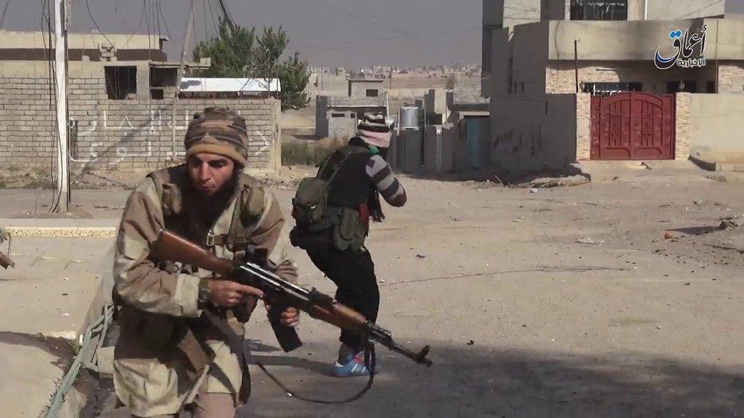 Extremistas do Estado islâmico combatem em Mosul, Iraque