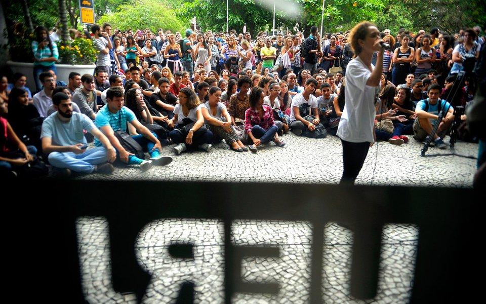 Rio de Janeiro - Alunos da Uerj ocupam o campus da universidade no Maracanã, em protesto pelo não pagamento das bolsas dos estudantes e dos salários de servidores terceirizados (Tânia Rêgo/Agência Brasil)