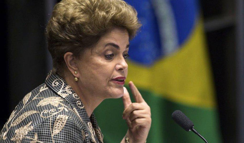 Bras�lia - A presidenta afastada, Dilma Rousseff, faz sua defesa durante sess�o de julgamento do impeachment no Senado (Marcelo Camargo/Ag�ncia Brasil)
